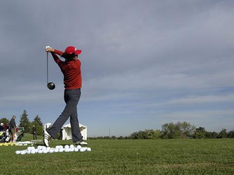 Primer golpe del juego en un evento de golf en Albertsons Boise Open