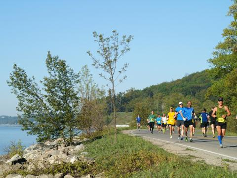Pintoresco sendero del Bayshore Marathon