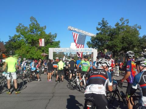 La carrera de bicicletas Tour de Big Bear en Big Bear Lake, California