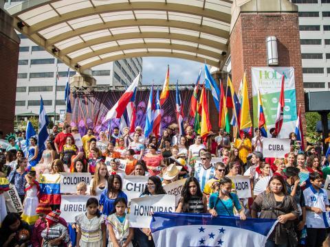 Celebrando la cultura hispana durante el HoLa Festival en Knoxville, Tennessee