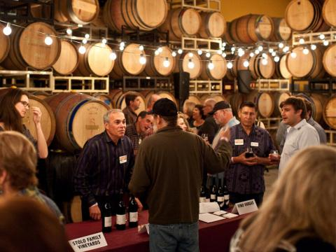 Catas de vinos durante el Garagiste Festival, que celebra a pequeños productores de vino en Paso Robles, California